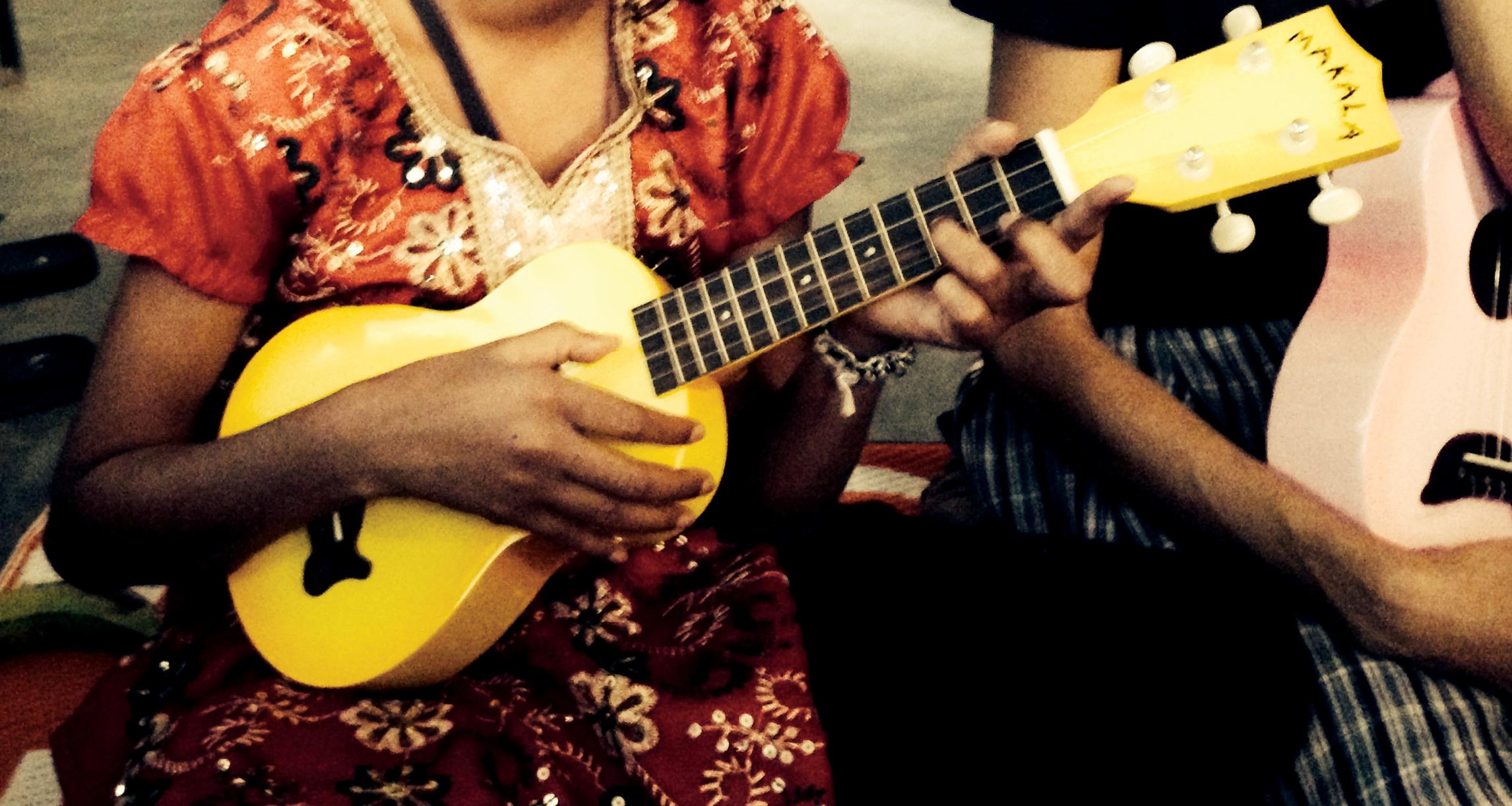 makala-survivor-girl-ukulele-band-india-uke-heartwarming-ukulele-magazine